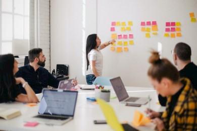 Brainstorming: La técnica para generar ideas en grupo