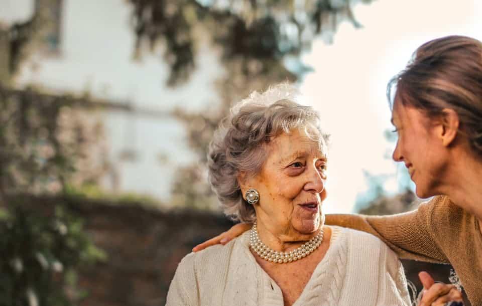 Currículum de Cuidadora de Ancianos: Ejemplos y Guía