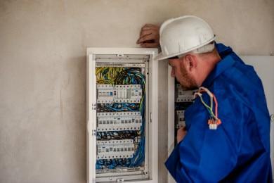 Cómo Hacer un Currículum de Electricista: Ejemplos y Tips