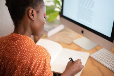 Curriculum Vitae de un Traductor: Ejemplos de CV y Guía